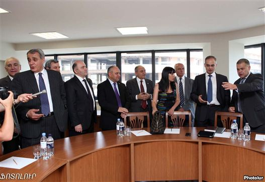 Armenia - Representatives of a statute bloc and a antithesis Armenia National Congress start landmark negotiations in Yerevan, 18Jul2011.