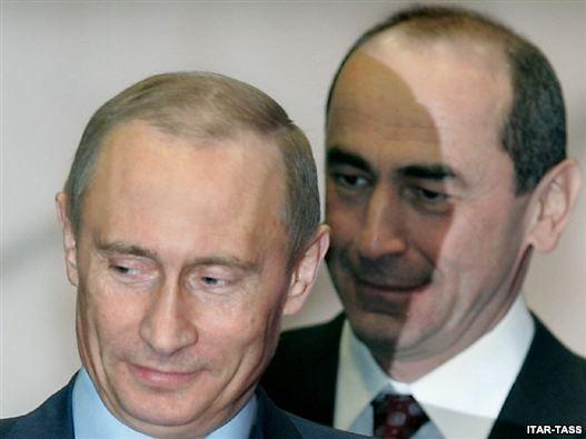Russia's ex-president Vladimir Putin (L) and Armenia's ex-president Robert Kocharian (archive photo)