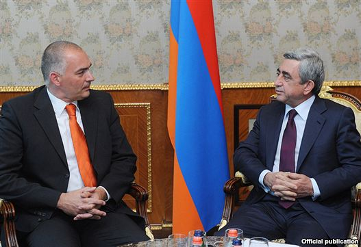 Armenia - President Serzh Sarkisian (R) meets with Axel Fischer, visiting co-rapporteur of a Council of Europe's Parliamentary Assembly, 20Jul2011.