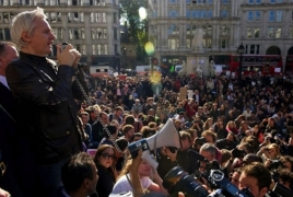 Wikileaks owner addresses protesters in London