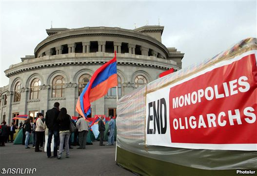 Armenia - Opposition supporters denote in Yerevan's Liberty Square, 3Oct2011.