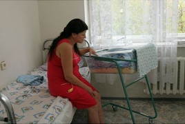 Young mums in Yerevan maternity hospitals humour from heat, hospitals reason back