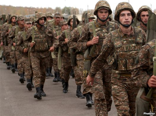 Armenia -- Soldiers impetus to a troops exercise.