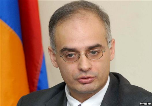 Armenia - Levon Zurabian, a heading member of a antithesis Armenian National Congress, during a news conference, 26Aug2011.