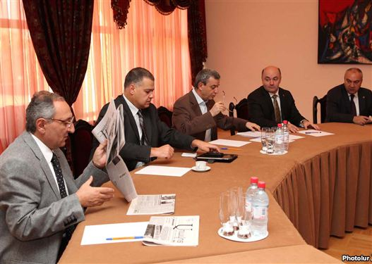 Armenia - Gagik Minasian (third from left) and other member of a statute bloc reason talks with antithesis represenatives, 16Aug2011.